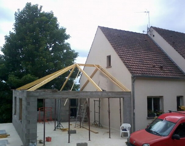 Photos de garages accol s construire garage com for Ajout garage maison
