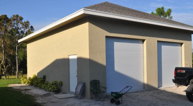 ... Fin Construction Garage En Parpaing Après Enduit ...